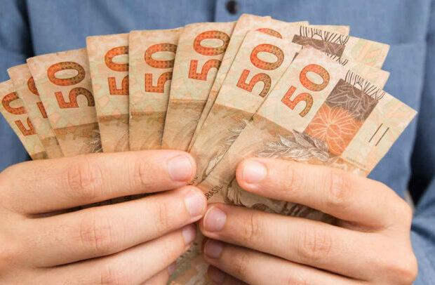 Garota de programa leva R$ 1,2 mil para não revelar encontros com o cliente