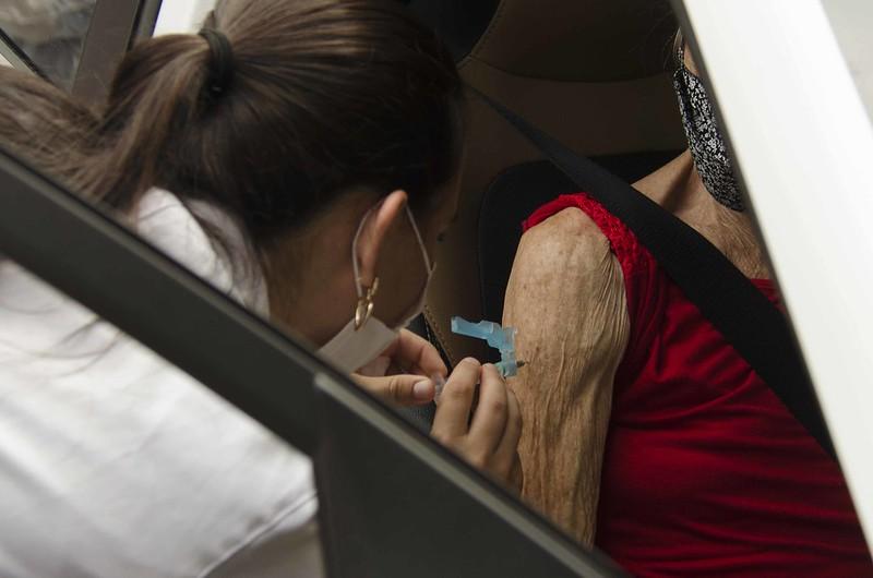 Saúde vacinou mais de 17 mil pessoas com a primeira dose contra a Covid-19