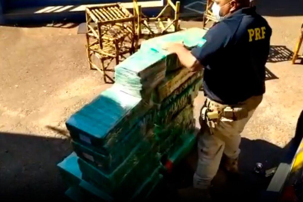 Caminhão que saiu de Umuarama é apreendido com meia tonelada de maconha no RS