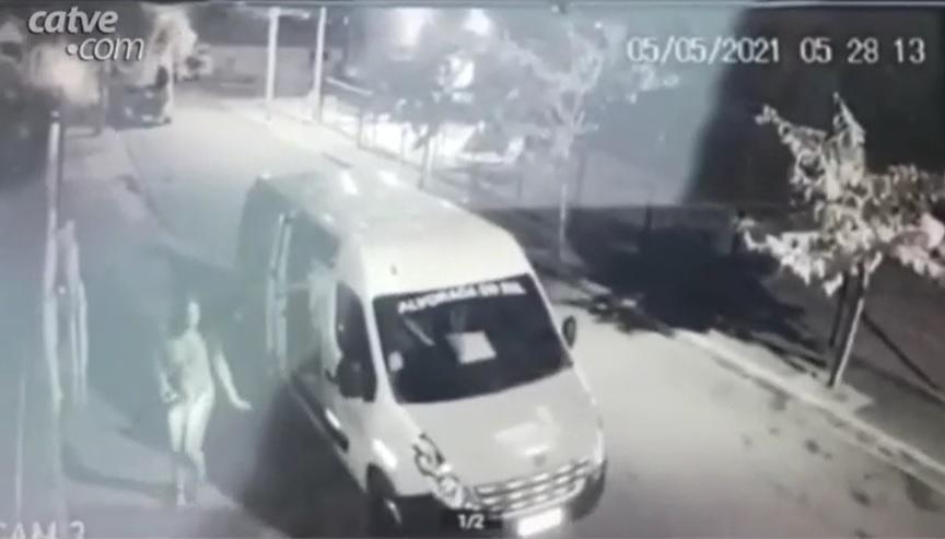 Travesti é flagrada saindo de van de Secretaria de Saúde, no Paraná