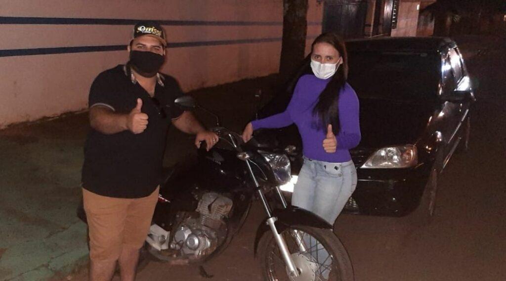 Vereador intervém e convence suposto ladrão a devolver moto para enfermeira
