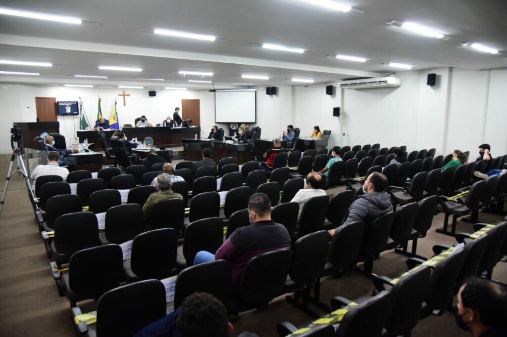Vereadora quer banheiros químicos nos pontos de vacinação contra a Covid em Umuarama