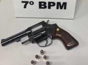 Homem  ameaça esposa e seu filho com arma e acaba preso em Cruzeiro do Oeste
