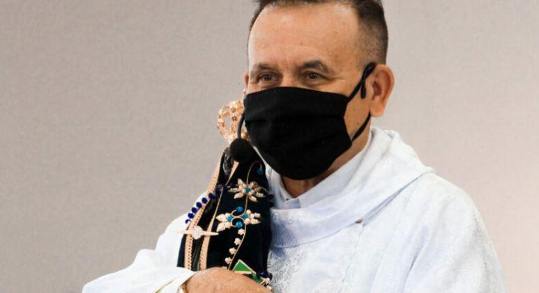 Padre Valdomiro, que estava internado lutando contra a Covid, falece no hospital