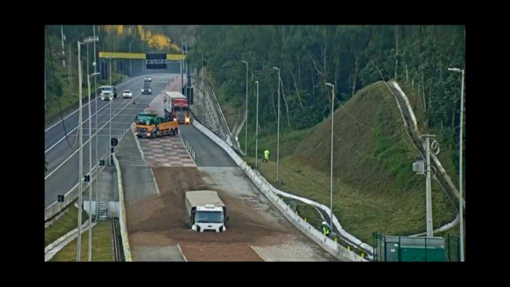 Imagens mostram caminhoneiro evitando choque na mesma rodovia onde ocorreu acidente da AFSU