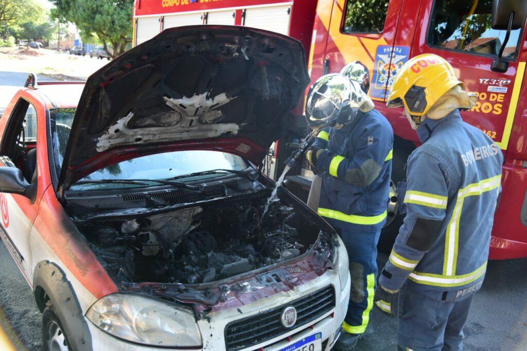 Veículo carregado com botijões de gás pega fogo em Umuarama