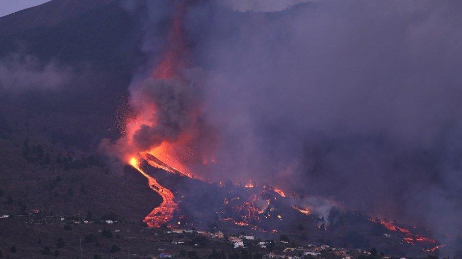 Vídeo: lava do vulcão Cumbre Vieja avança pelas Ilhas Canárias