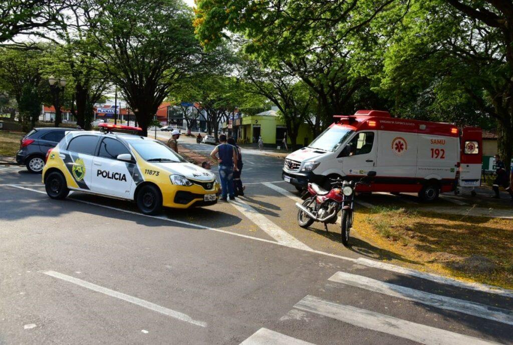 Colisão entre carro e moto deixa um homem ferido no entorno da Praça Anchieta