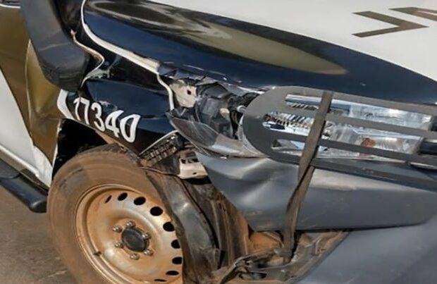 Viatura do IML que retornava de acidente bate em carroça  na PR-466
