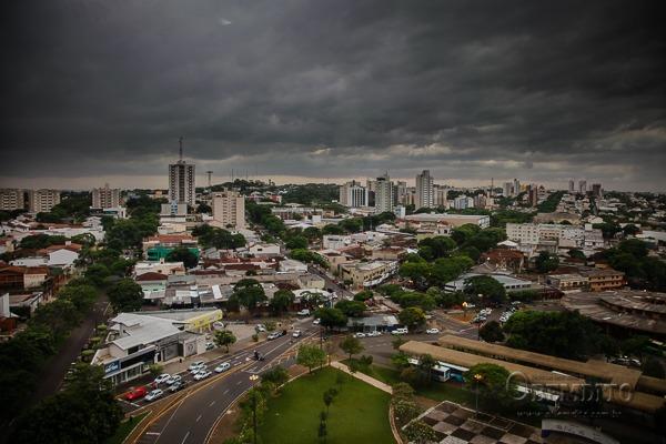 Região de Umuarama tem alerta vermelho, com risco de fortes tempestades