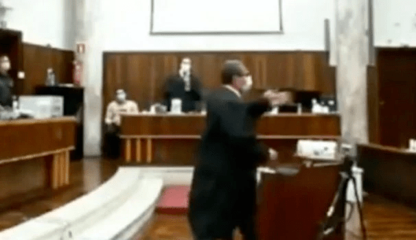 'Eu estou cagando se o senhor está se ofendendo', diz promotor a advogado