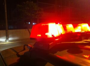 Policial federal é desarmado por travestis e tem 3 dentes quebrados em briga
