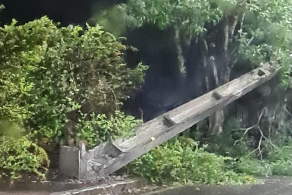 Temporal destelha casas e arranca árvores e postes em Umuarama