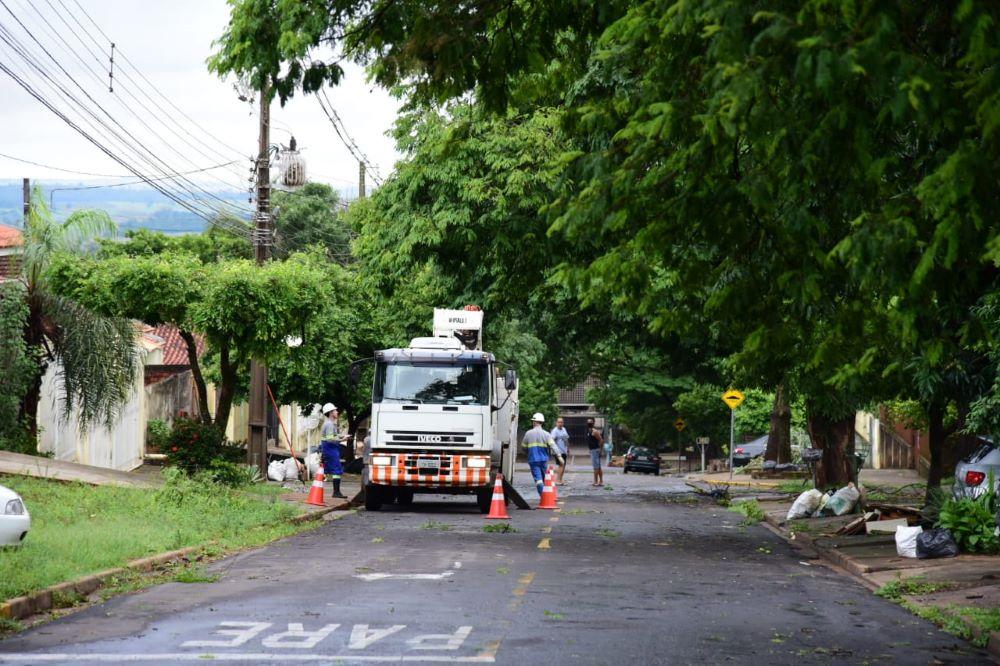 Umuarama tem 3,5 mil domicílios sem luz nesta manhã de domingo, diz Copel