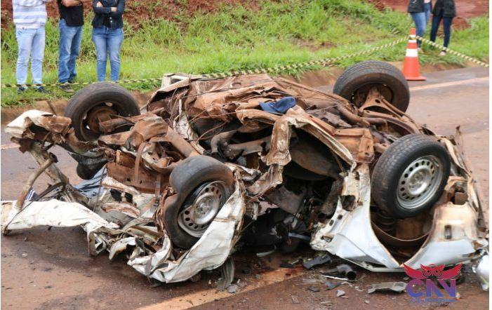 Três amigos morrem em grave acidente entre dois veículos na PR-317
