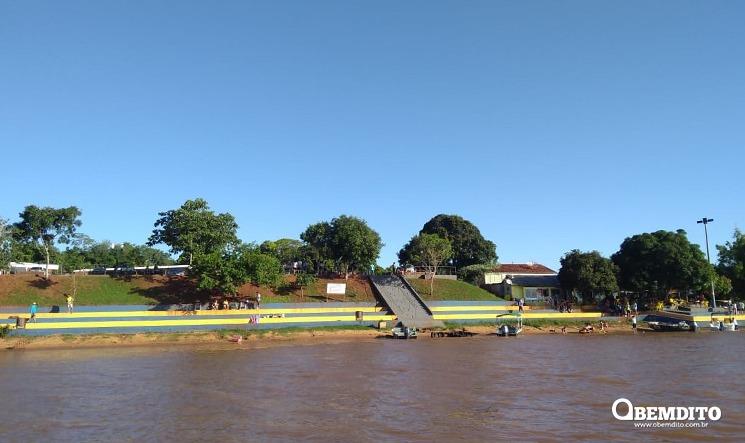Barco afunda no rio Paraná e ocupantes escapam com apoio das boias de sinupaalização
